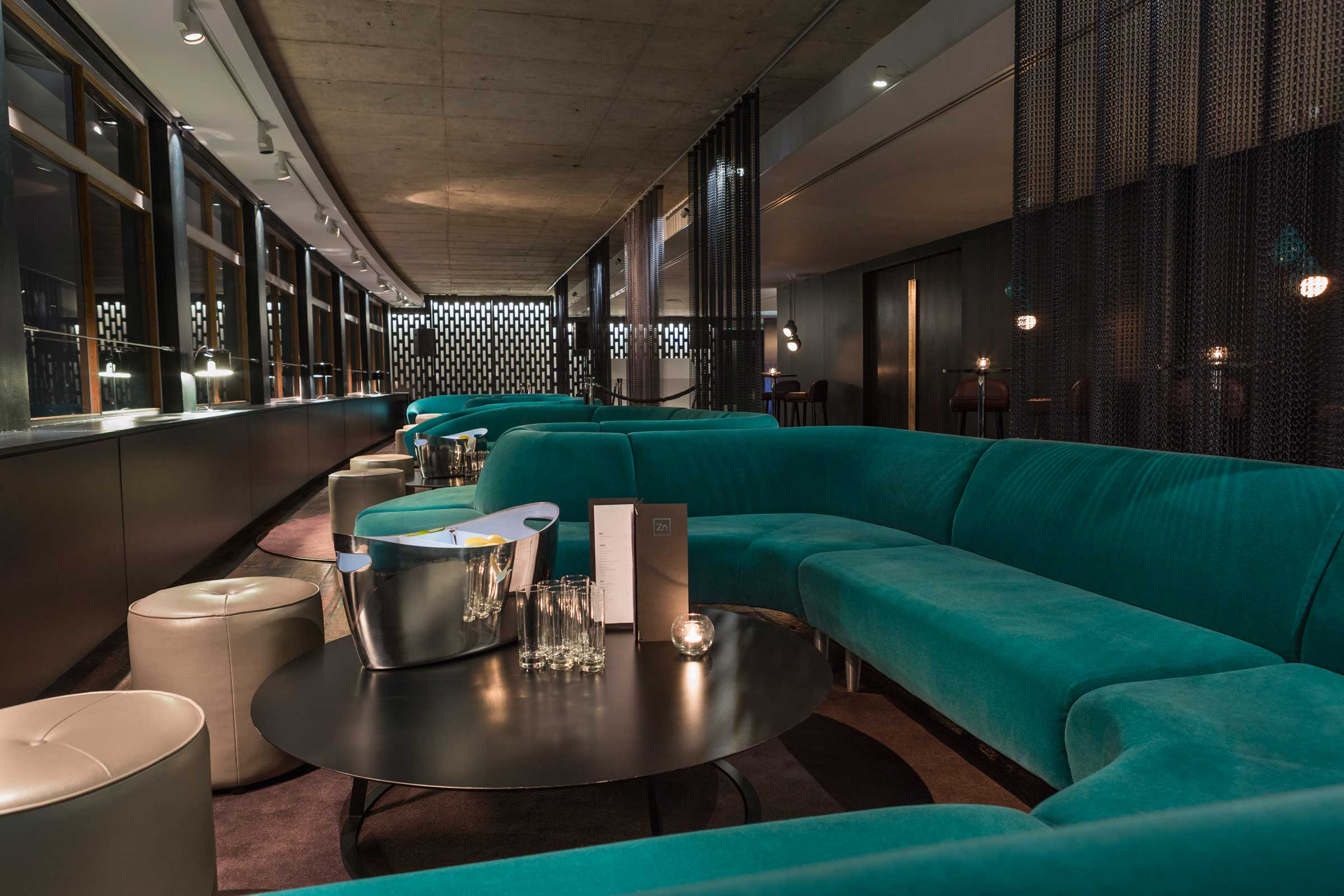 Curved-banquette-seating 1